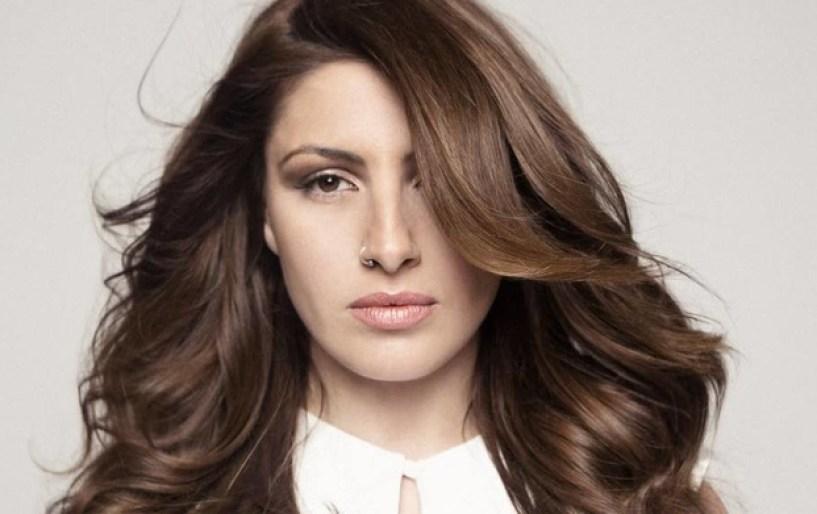 Έλενα Παπαρίζου: «Κάθε τραγούδι σε κάνει να μπαίνεις σε έναν ρολό»