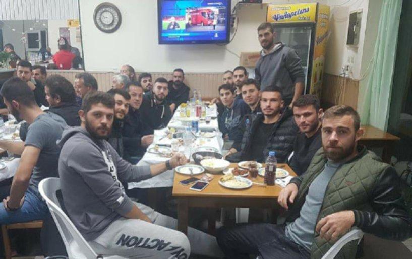 Τραπέζι στην ομάδα του Ζαρού από τον Χαμαλάκη