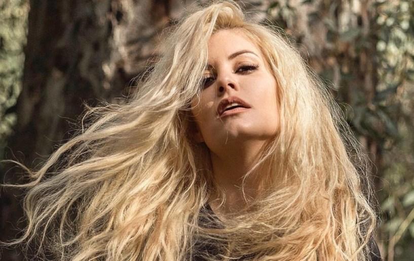 Μαρία Κορινθίου: «Προκαλώ χωρίς να προκαλώ»