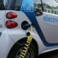 1.000 ευρώ για όσους αγοράσουν ηλεκτρικό αυτοκίνητο;