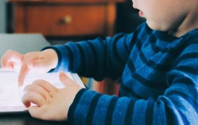 Τι δείχνει έρευνα για την σχέση παιδιών – διαδικτύου;