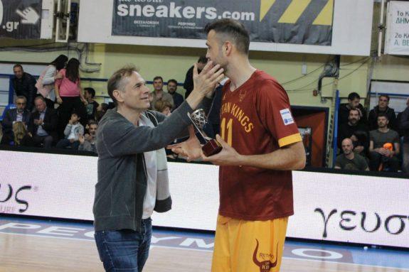 Τον τίμησαν για την 21χρονη προσφορά του στο Ελληνικό μπάσκετ