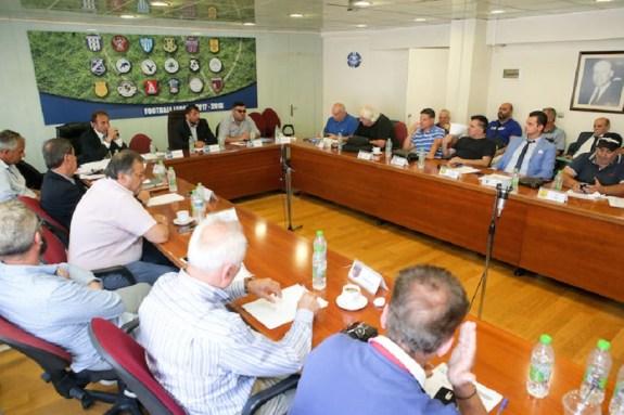 Σε εξέλιξη το ραντεβού Λεουτσάκου με την νέα Football League