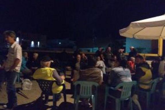 Νύχτα έντασης στα Βρασνά – Μπλόκο κατοίκων σε λεωφορεία με πρόσφυγες