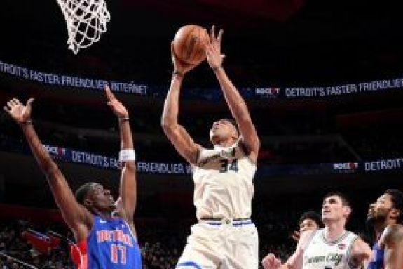 NBA: Νέο σόου από τον Αντετοκούνμπο (vid)