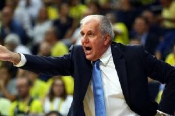Ομπράντοβιτς: Έξαλλος με Σλούκα, έσπασε το πινακάκι (vid)
