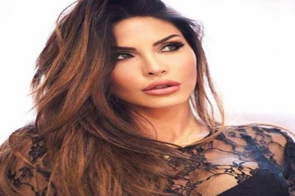 Η εκρηκτική Guendalina Tavassi τρελαίνει την ιταλική τηλεόραση (pics)