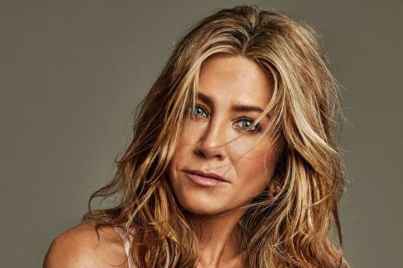 Η Jennifer Aniston γιορτάζει τα 51α γενέθλια της με μια αποκαλυπτική φωτογράφιση (pics)