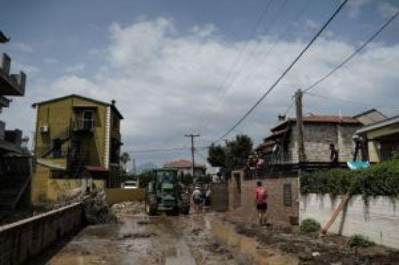 «Ξυπνήσαμε και είδαμε ποτάμια νερού και λάσπης» – Συγκλονίζει κάτοικος από το Λευκαντί