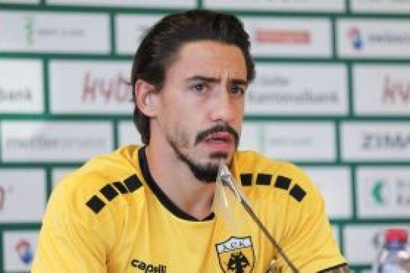 Σιμόες : «Έχω ζήσει πολύ σημαντικά πράγματα με την ΑΕΚ στην Ευρώπη και θέλω να τα ζήσω και πάλι»