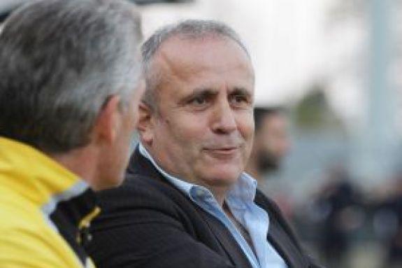 Τοπαλίδης : «Η Βόλφσμπουργκ έχει πρόβλημα στην άμυνα, φαβορί η ΑΕΚ»
