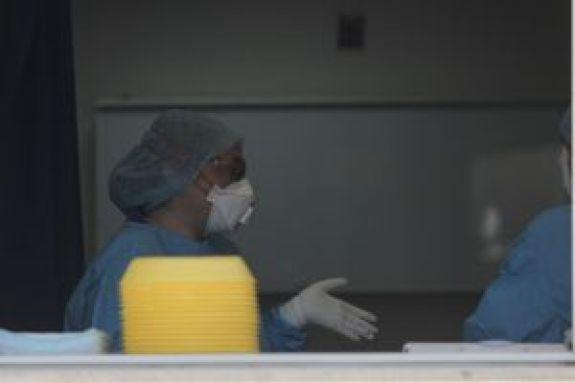 Κορωνοϊός: Η στρατηγική της ανοσίας αγέλης αποτελεί μια επικίνδυνη «επιστημονική πλάνη»