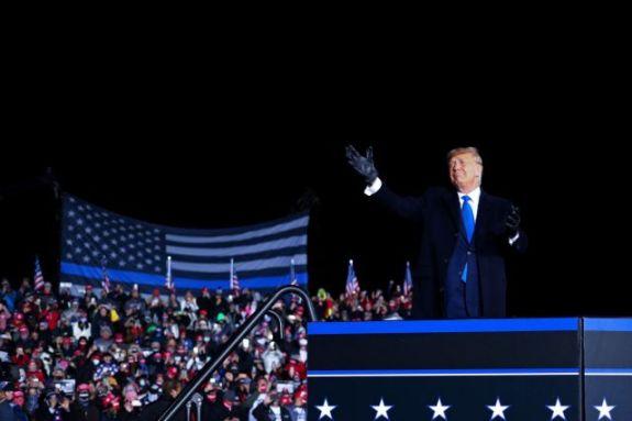 Τραμπ: «Αυτές οι εκλογές είναι μια επιλογή μεταξύ μιας σούπερ ανάπτυξης ή ένα lockdown με τον Μπάιντεν»