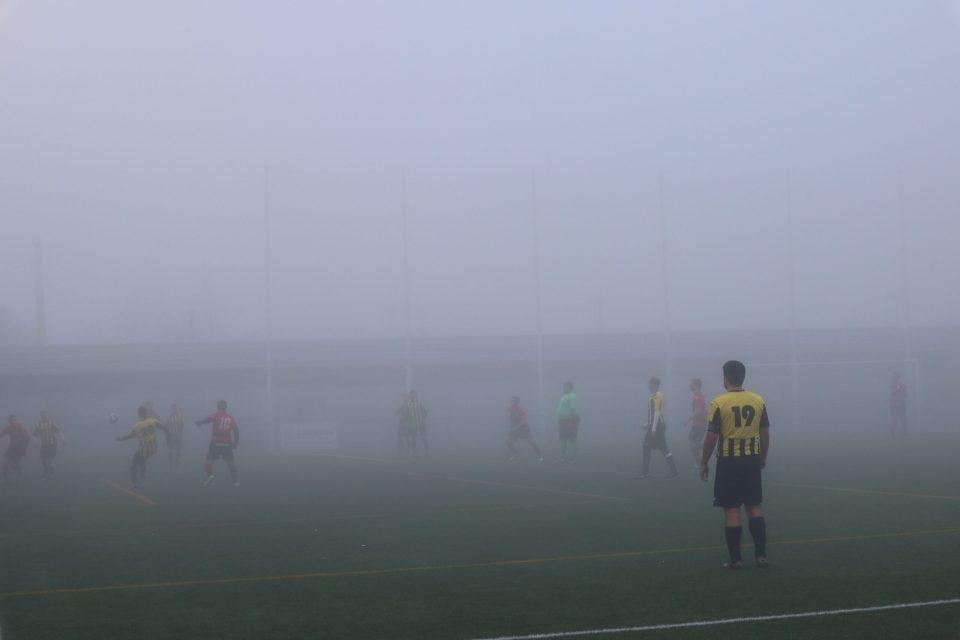 Ataque del Rompeolas en el campo de la AUD Urriés en medio de una espesa niebla.