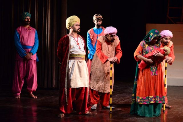 Play chaak chakkar