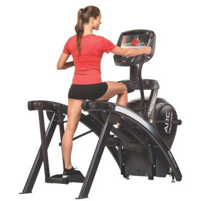 Cybex 525AT TOTAL BODY ARC TRAINER With E3 CARDIO HDTV Console