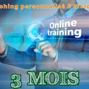 Homme avec smartphone à la main. Son téléphone projette online training 3 mois