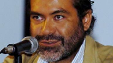 El autor, Jorge Álvarez Banderas, es un prestigiado y reconocido Doctor y académico especializado en temas legales y fiscales