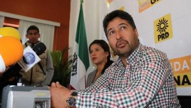 Báez Ceja fue acompañado por varios de los integrantes del Comité Ejecutivo Estatal del PRD