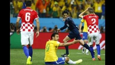 Todo empezó en el minuto 26 del primer tiempo cuando el juez nipón apenas amonestó a Neymar por un codazo a Luka Modric