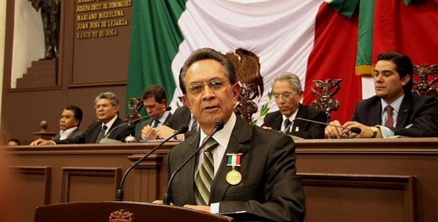 Tinoco Rubí invitó a los presentes a retomar los valores independentistas afrontando las adversidades del momento con la misma unidad y decisión con la que fue conformada la Junta de Zitácuaro
