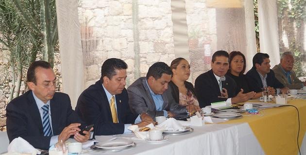 Para Aureoles Conejo, los recursos obtenidos tras las gestiones de legisladores de todos los partidos conforman una cifra histórica para la entidad; llama a trabajar juntos por Michoacán, independientemente de partidos y de grupos