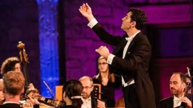 La orquesta, actualmente de gira por nuestro país, está conformada por setenta y siete músicos y es reconocida por su participación constante en obras de teatro, ballets, operetas y musicales de toda Europa