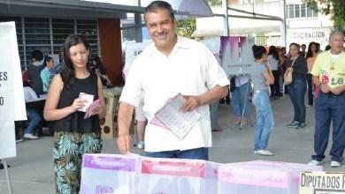 Raúl Morón emite su voto en Morelia. #EleccionesMichoacán2015