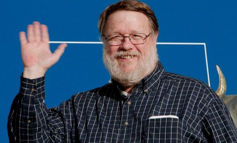 El ingeniero estadounidense fue el primero que utilizó el símbolo de la arroba para indicar que un mensaje debía ir a un ordenador de la red, separando el nombre del destinatario del de la red