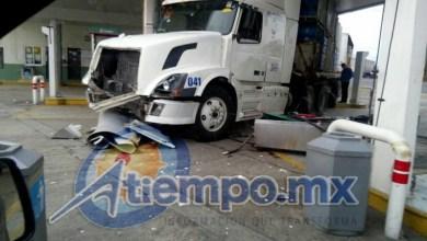 De acuerdo con las primeras versiones, el choque se registró cuando el chofer de un camión de doble semi-remolque de la Pepsi bajó al baño y no colocó adecuadamente el freno de mano (FOTO: FRANCISCO ALBERTO SOTOMAYOR)