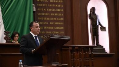 Las remuneraciones deben ser proporcionales al nivel de responsabilidad de cada cargo y a la capacidad financiera del gobierno al cual se sirve: Quintana Martínez