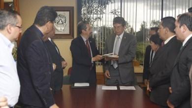 Medardo Serna expresó su disposición para cumplir con los acuerdos signados con el Sindicato de Profesores