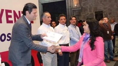 Se hizo la entrega de 27 diplomas a funcionarios públicos y 10 constancias a las dependencias municipales que acudieron al taller Viviendo y conviviendo con la Discapacidad