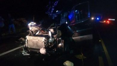 En el interior de la camioneta fue localizado el cuerpo sin vida de una persona del sexo masculino el cual se encontraba prensado