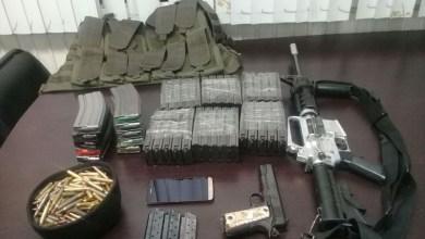 El detenido, las armas, cargadores, cartuchos y camioneta fueron puestos a disposición de la autoridad correspondiente para continuar con las investigaciones