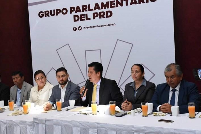Tras agradecer la confianza de las y los diputados, el coordinador Antonio García y Belinda Iturbide vicecoordinadora manifestaron su compromiso de sumar y multiplicar la capacidad para fortalecer el trabajo legislativo y seguir aportando al desarrollo de Michoacán