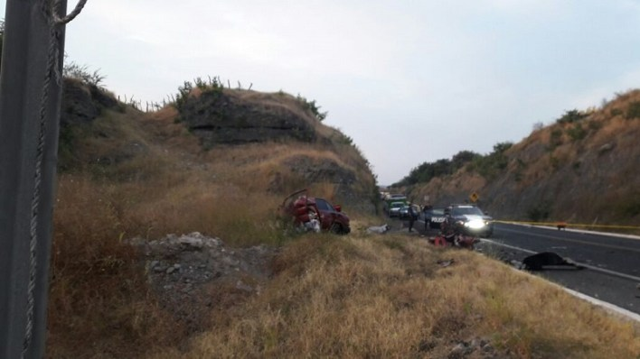 Los tres cuerpos fueron trasladados al Servicio Médico Forense siendo identificado únicamente el conductor del vehículo compacto como Saúl D., y los otros dos cuerpos quedaron en calidad de desconocidos