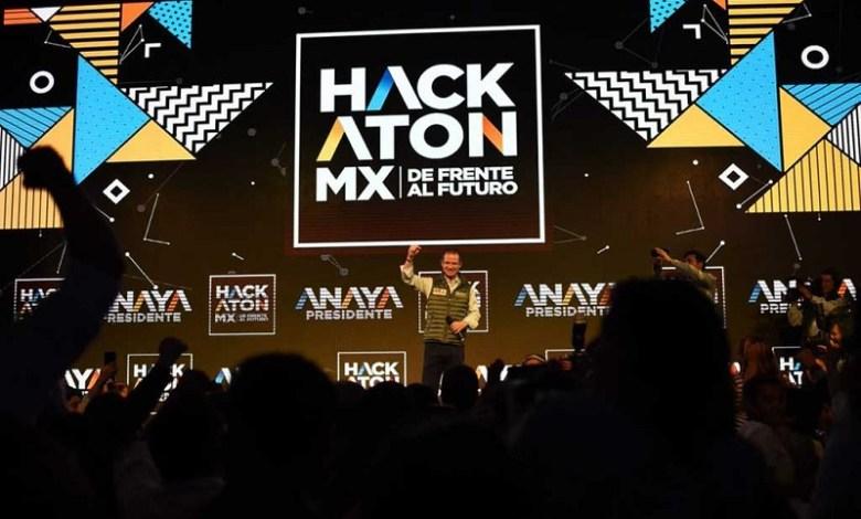 En un evento efectuado en la Expo Santa Fe, Anaya Cortés se hizo acompañar de cientos de jóvenes para dar inicio al diálogo virtual sobre su proyecto político