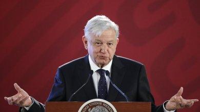 López Obrador señaló que este martes se registraron fugas y ordeñas de gasolina equivalentes a 27 pipas. Aseguró que no hay detenidos y se está cuidando el sistema de distribución.