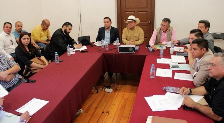 Por su parte, el diputado Sergio Báez destacó que para formular un razonamiento claro sobre este tema es indispensable escuchar todos los puntos de vista