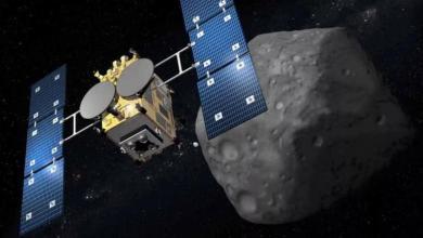 Si la misión tiene éxito, la sonda regresará al cráter para recolectar muestras de rocas de las profundidades del asteroide, que han sido protegidas del ambiente hostil del espacio