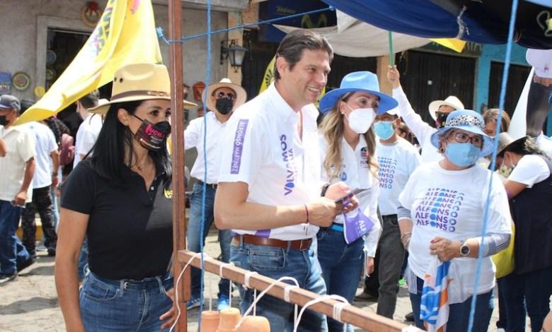 Lucila Martínez Manríquez, Alfonso Martínez