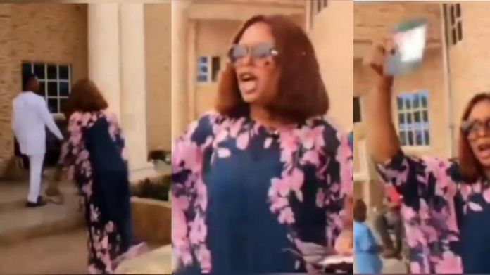 woman stormed the wedding of her husband to another lady in Umuahia