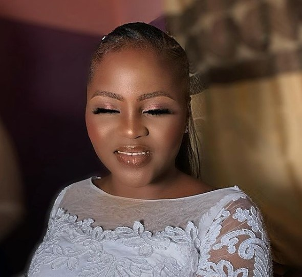 church makes bride wipes off her makeup few minutes to her wedding