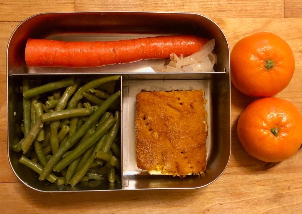 Squash bread with butter / green beans / carrot / sauerkraut / clementines