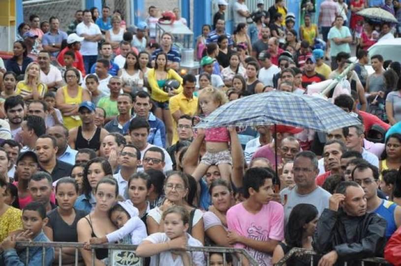 Um multidão acompanhou o sorteio.
