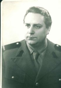 MV in uniforma militara