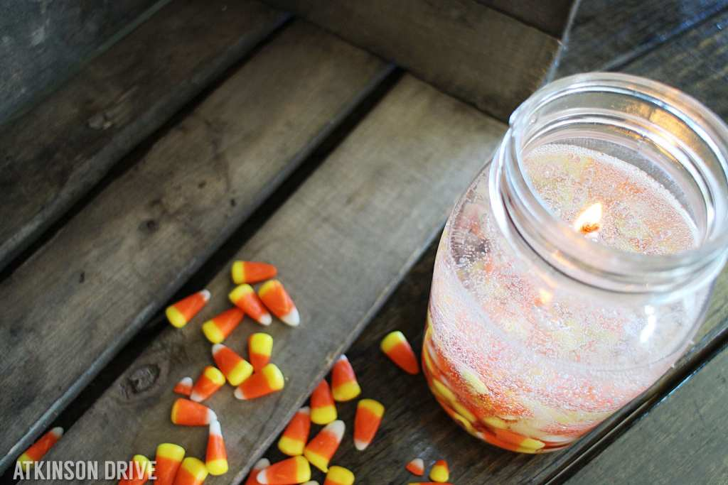 Turn your left-over candy corn into a beautiful gel-based Candy Corn Candle!
