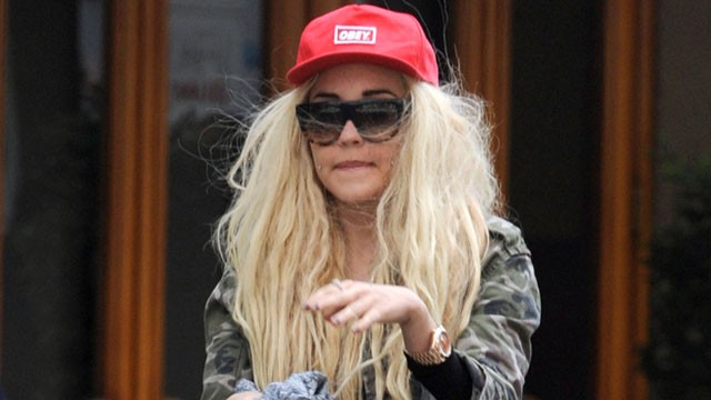Amanda Bynes considers contract with record label to become a rapper