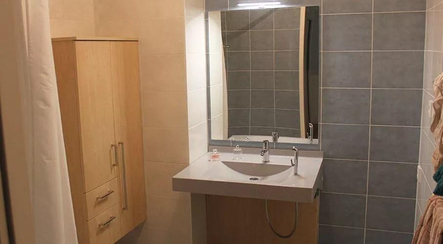 meuble de salle de bain pour personne a